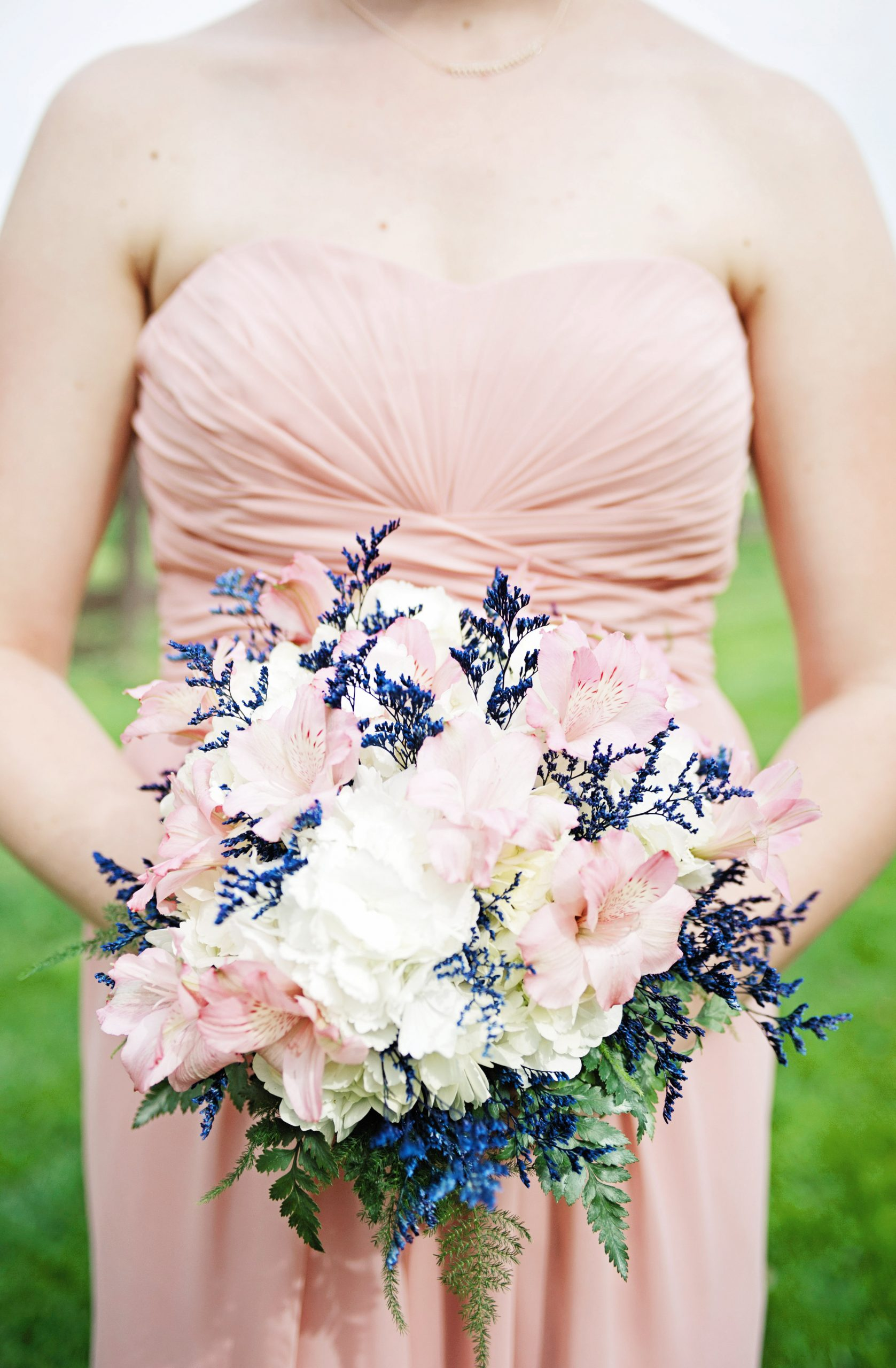 Lillys with a pop of color helped to brighten up this Spring Lakeview Farms wedding. Shot by Lovefsuion Photography. Featured in Dream Weddings.