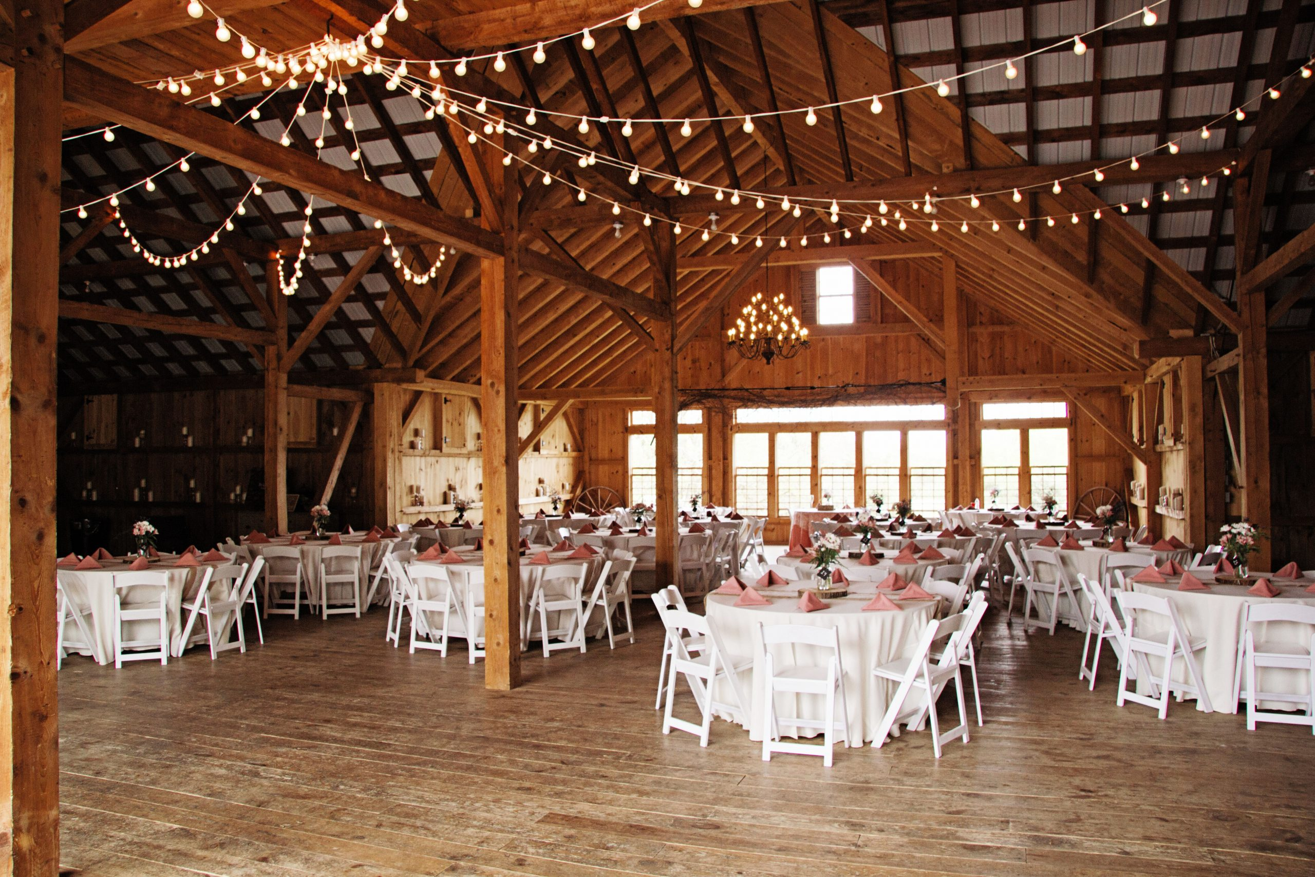 Lakeview Farms of York, PA offers couples a chance to bring it down a notch and really wnjoy the company you have. Lovefusion beautifully displays that with this picture of the simple, yet elegant reception hall. Featured on Dream Weddings.