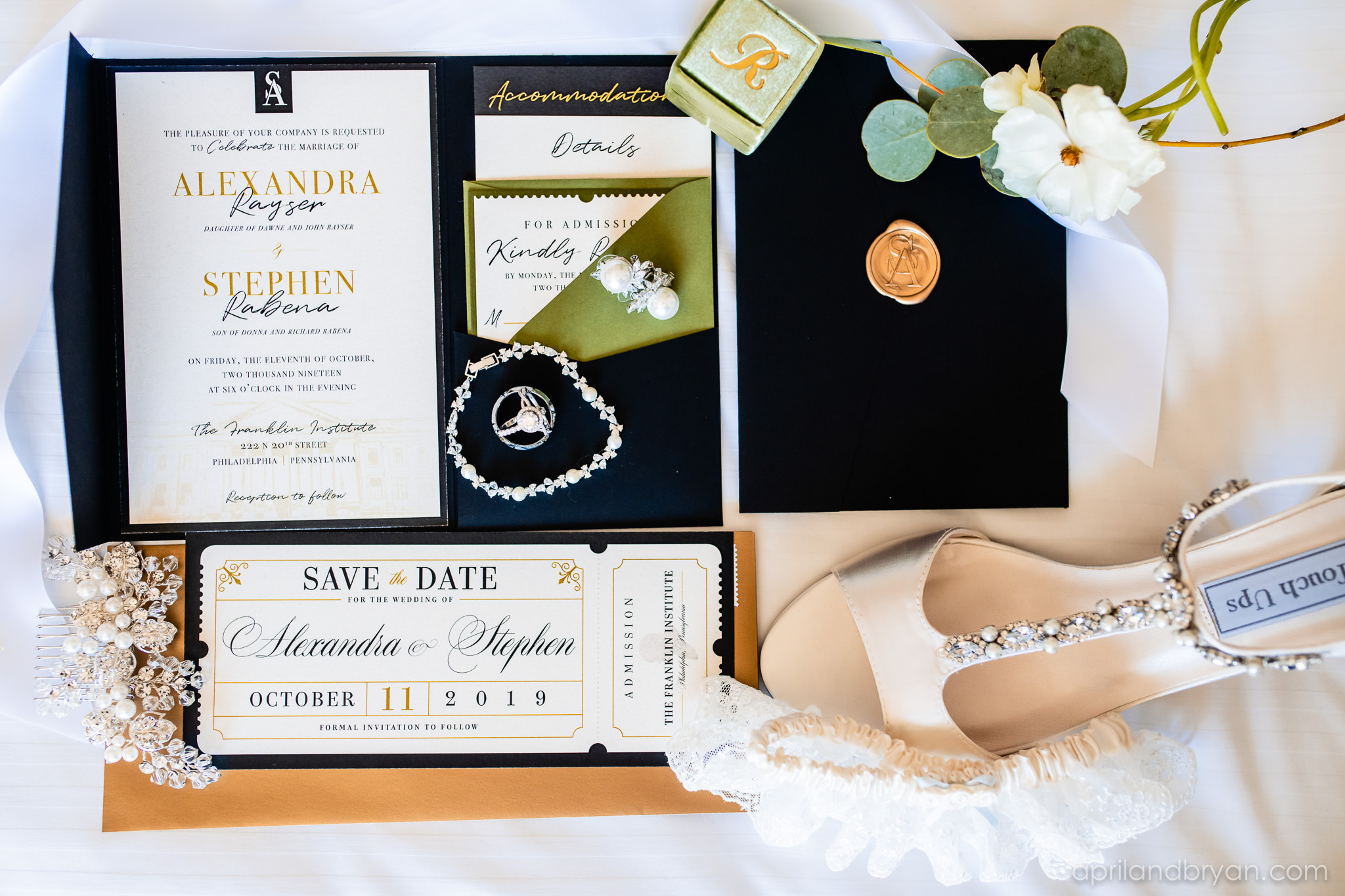 Urban contemporary signage and invites so effortlessly captured by April & Bryan Photography. Featured on Dream Weddings.