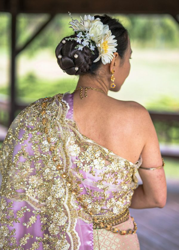 Indian bride with a purple and gold dress and floral details in her hair